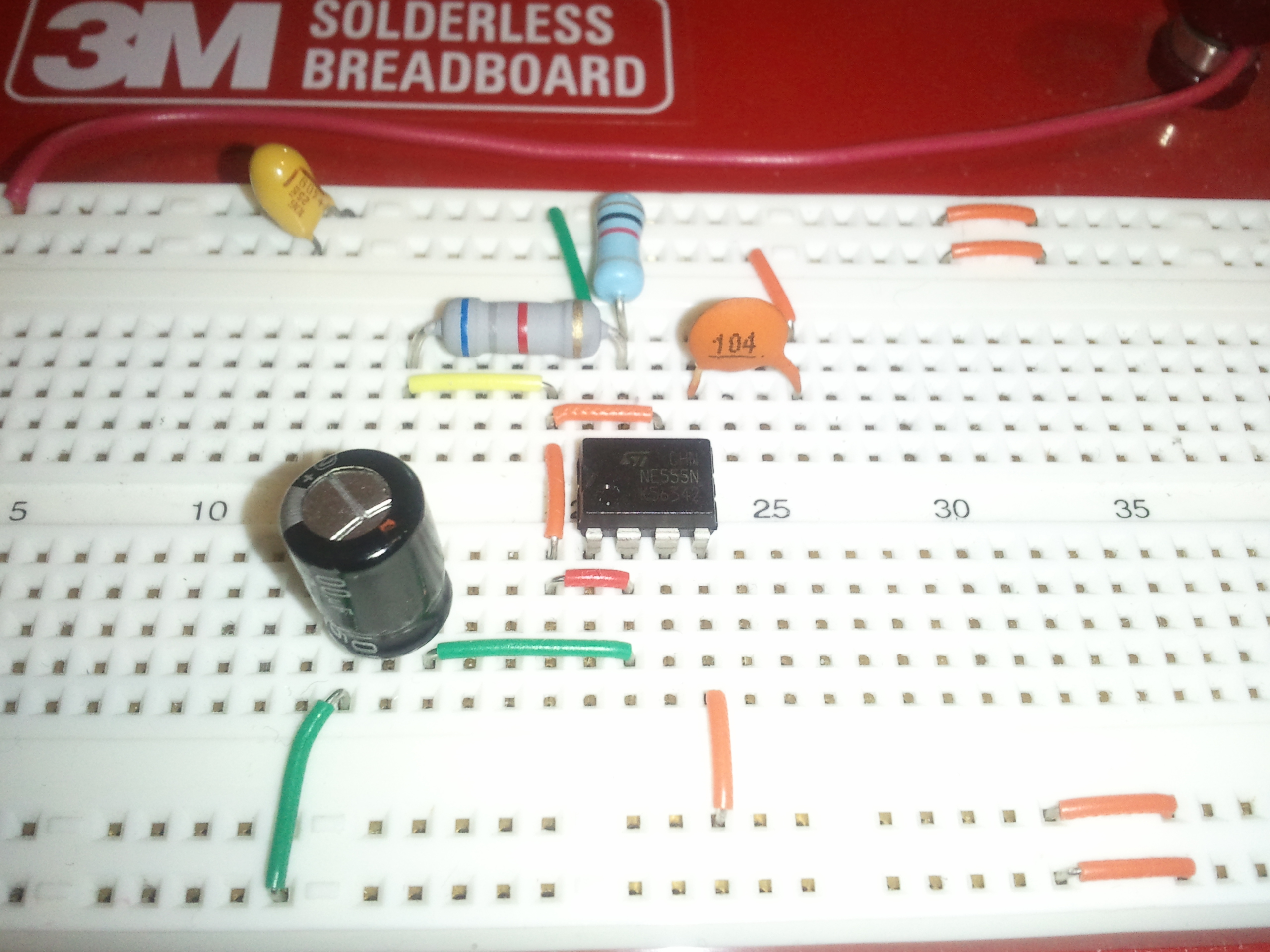 Introduction To Breadboarding The Paleotechnologist Electronix Alternating Led Flasher Circuit With A 555 Ic Pin